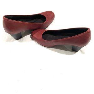Clark's Women's Maroon Round Toe Heel